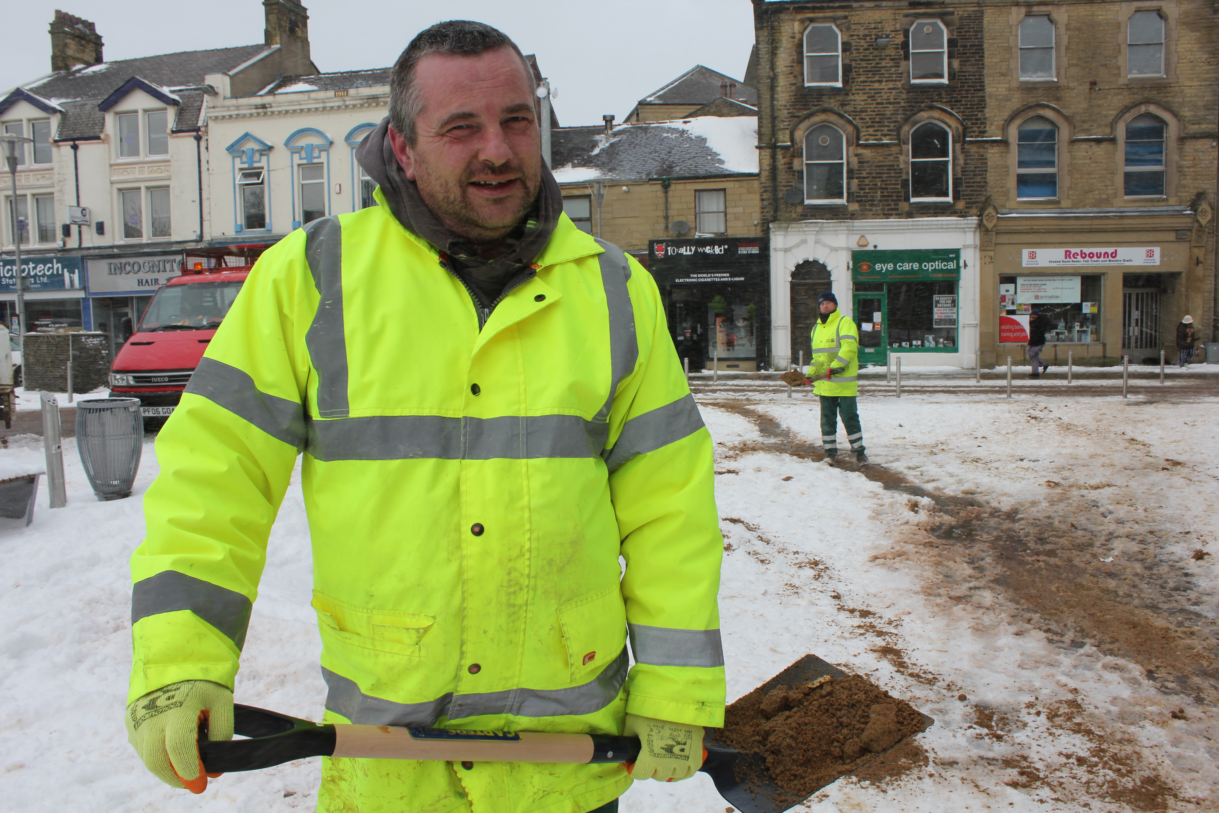 Snow puts a stop to recycling and refuse collection rounds in Pendle